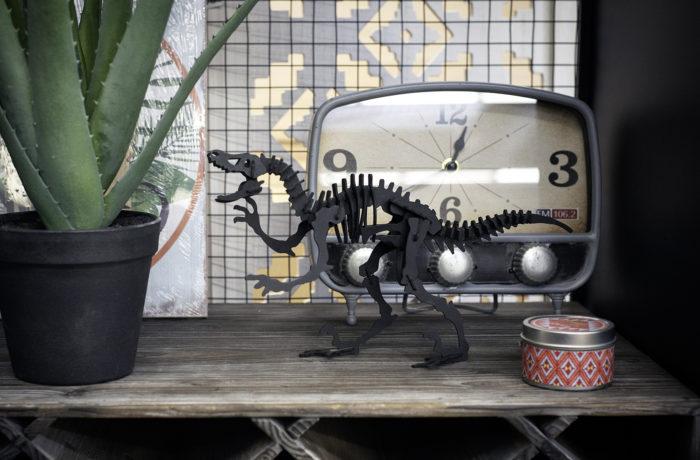 Cardboard velociraptor 4