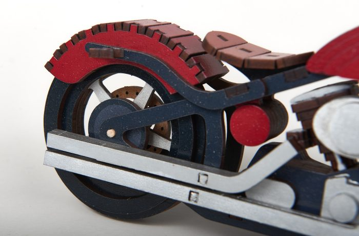 Motocyclette en bois 4